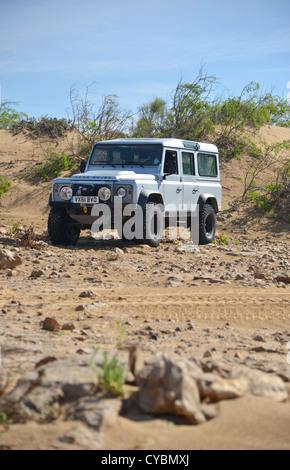 Off Road Expedition vorbereitet 2012 Land Rover Defender 110 mit Ballonreifen Winde, Überrollkäfig, Scheinwerfer - Stockfoto