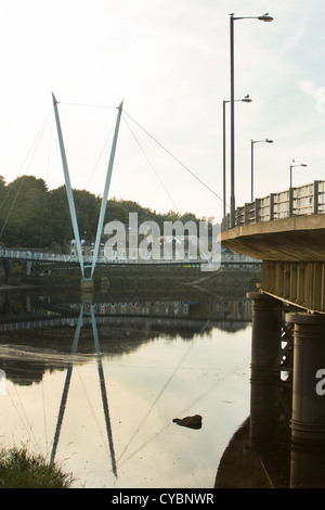 Blick auf die Millennium Bridge und Greyhound-Brücke, Lancaster UK - Stockfoto