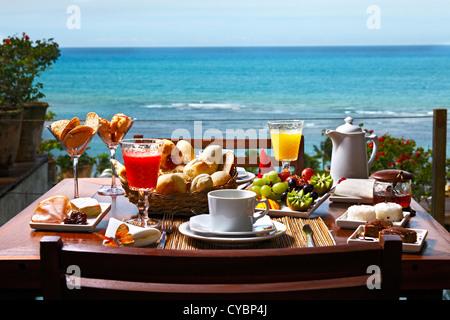 Frühstück am Strand - Stockfoto