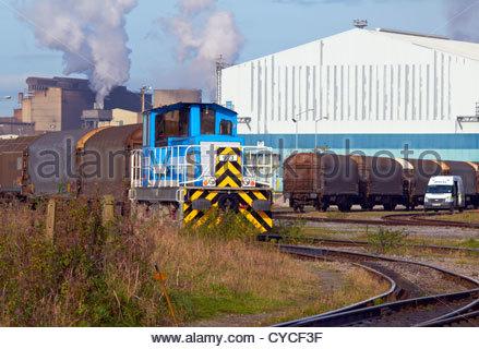 Tata steel'aurora' 923 zieht LKWs in Margam Port Talbot Stahlwerk Süd-Wales