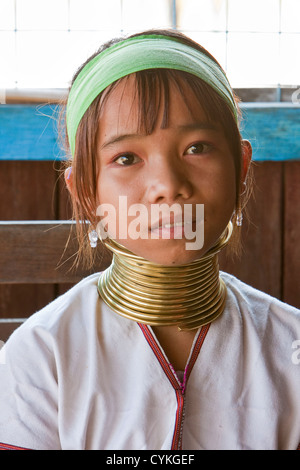 Myanmar, Burma. Padaung-Mädchen mit Messing Hals Spulen, Inle-See, Shan-Staat. Die Padaung nennt man auch Kayan Lahwi.