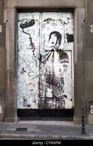 Protest Graffiti Streetart schwarz weiße Wand Wandmalerei, Madrid Spanien - Stockfoto