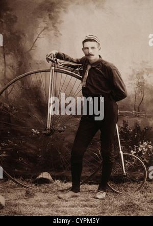 Mann mit hohen Rad Fahrrad, Albumin-Foto, ca. 1898 - Stockfoto