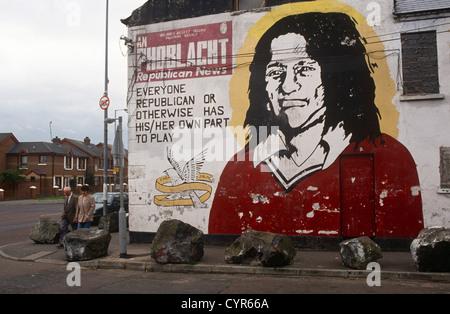 Das Gesicht des irischen republikanischen Bobby Sands an der Bürowand Sinn Feinn, die linke politische Arm der IRA. - Stockfoto