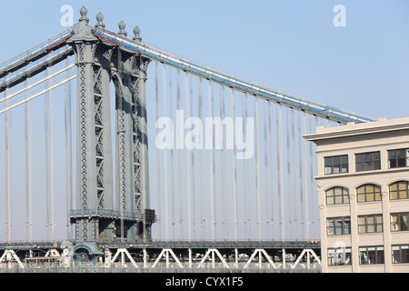 Manhattan Bridge fotografiert aus Brooklyn Bridge in New York City - Stockfoto