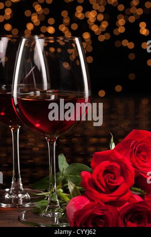 Romantische Rotwein und Rosen - Stockfoto