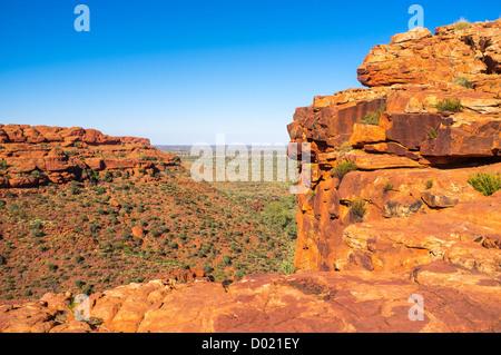 Felsige Landschaft des Kings Canyon im Watarrka National Park Robuste im Roten Zentrum des Northern Territory im - Stockfoto