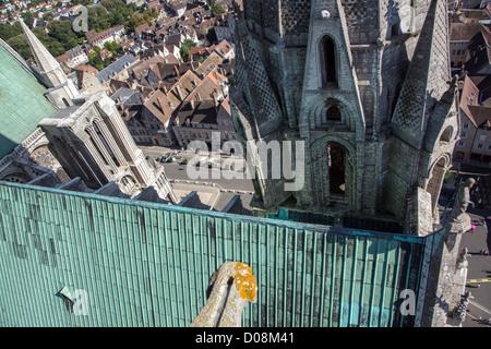 BLICK VOM DACH DER KATHEDRALE NOTRE-DAME DE CHARTRES UNESCO WORLD HERITAGE SITE EURE-ET-LOIR (28) FRANKREICH - Stockfoto