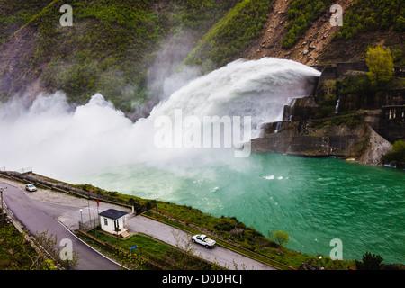 Fierza Lake Reservoir Wasserkraftwerk. Albanien - Stockfoto