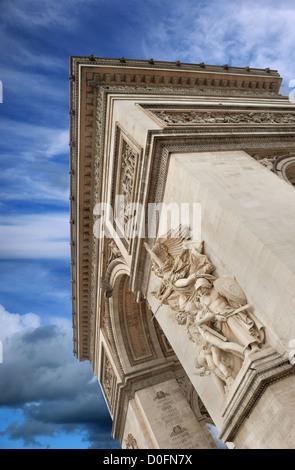 La Marseillaise (oder Le Départ) an Fassade des Arc de Triomphe (Triumphbogen), eines der berühmtesten Denkmäler - Stockfoto