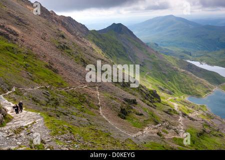 Blick von Pyg Track über Glaslyn und Llyn Sheetrim in Snowdonia-Nationalpark. - Stockfoto