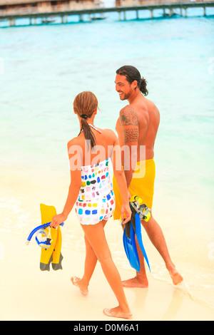 Herr gemischte Rennen Mann (Alter 31) & gemischten Rennen Frau (Alter 24), traditionelle tahitianische Tattoos Bora - Stockfoto