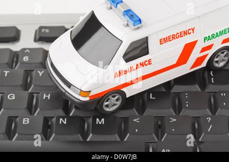 Computer-Tastatur und medizinische Auto - Stockfoto