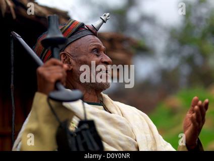 Porträt der Borana Stamm Chef tragen die Kalasha auf seiner Stirn, Yabello, Omo-Tal, Äthiopien - Stockfoto
