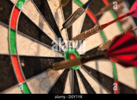 Darts im Board - Stockfoto