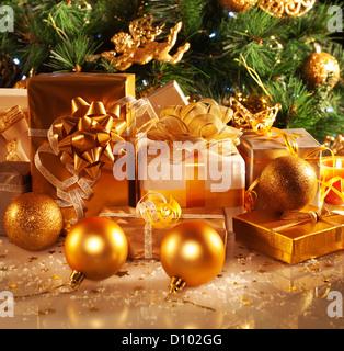 Luxus geschenk boxen unter weihnachtsbaum neujahr for Luxus weihnachtsbaum