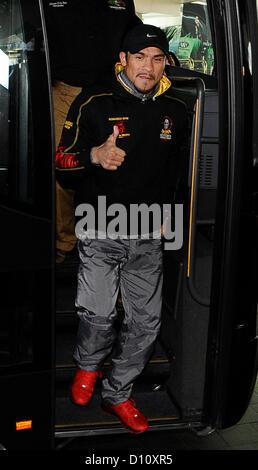 Dez 4,2012. Las Vegas NV. USA. Mexikos Juan Marquez kommt im MGM grand Hotel in Las Vegas am Dienstag Nachmittag. - Stockfoto