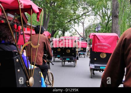 Rikschas auf der Straße; Peking China - Stockfoto