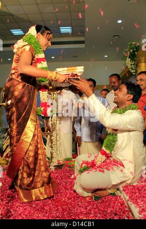 Eine hinduistische Hochzeitszeremonie in India.Tying den Bund fürs Leben - Stockfoto