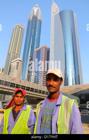 Dubai VAE Vereinigte Arabische Emirate v.a.e. Nahost Handels Zentrum Sheikh Zayed Road asiatischen Mann Wanderarbeitnehmer - Stockfoto