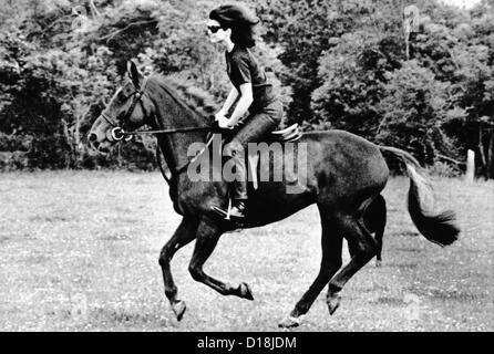 Jacqueline Kennedy, Reiten auf einem Pferd in Waterford, Irland, wo sie mit ihren Kindern im Urlaub war. 16. Juni - Stockfoto