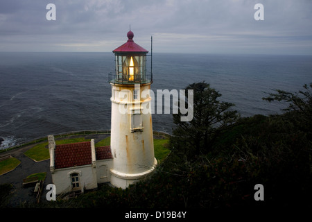 OR00693-00... OREGON - Heceta Head Lighthouse an der Pazifikküste im Devils Elbow State Park. - Stockfoto