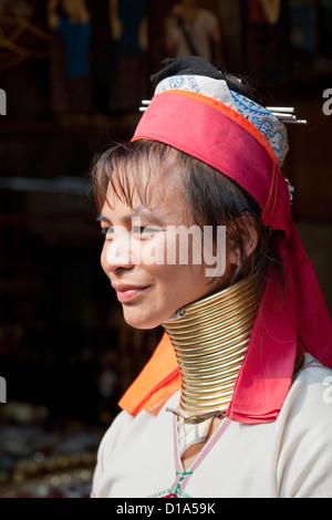 Frau aus der Kayan Minderheit Gruppe, Huai Seau Tao, Mae Hong Son Provinz, Thailand - Stockfoto