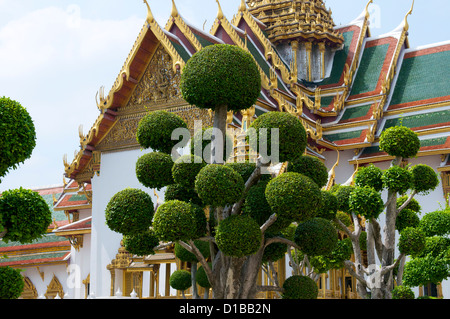 Cloud-Bäume vor der Chakri Maha Prasat Hall, The Grand Palace Bangkok - Stockfoto
