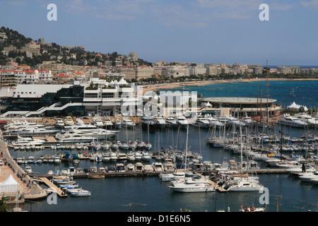 Casino und Hafen von Cannes, Alpes Maritimes, Provence, Cote d ' Azur, Côte d ' Azur, Frankreich, Mittelmeer, Europa - Stockfoto