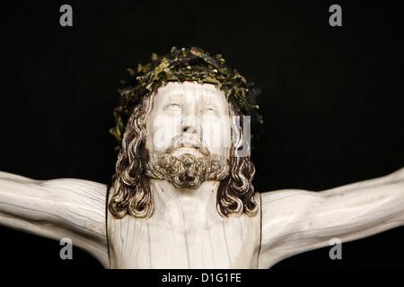 Detail einer Kreuzigung-Skulptur in der Kathedrale von Notre-Dame de Paris Treasure Museum, Paris, Frankreich, Europa - Stockfoto