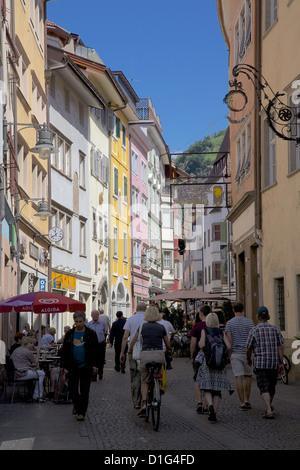 Belebte Straße, Bozen, Provinz Bozen, Trentino-Algo Adige, Italien, Europa - Stockfoto