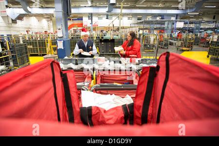 19.12.12 royal Mail Personal Penarth Road Sortierung Büro Art einige von den Hunderten von Tausenden von Briefen - Stockfoto