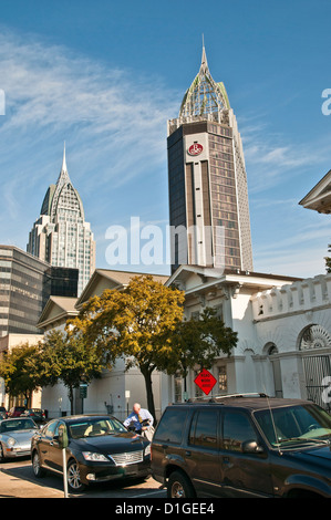 Vertikales Bild der Innenstadt, Mobile, Alabama, USA, Nordamerika - Stockfoto