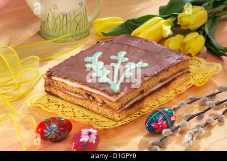 Osterkuchen mit Schokolade peanut - Stockfoto