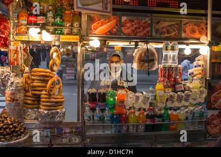 Ein Lebensmittel Warenkorb am Times Square in New York City - Stockfoto