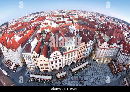 Blick über die Dächer der Altstadt und Teile von Jizchak Náměstí (Altstädter Ring) in Prag, die Hauptstadt der Tschechischen - Stockfoto