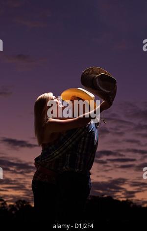 Junge australische paar bei Sonnenuntergang - Stockfoto