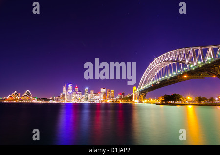 Sydney Harbour Bridge und Opera House bei Sonnenuntergang - Stockfoto
