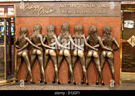 Crazy Girls Monument im Riviera Casino and Resort in Las Vegas, NV. - Stockfoto