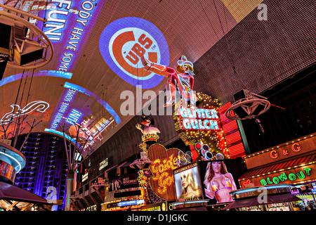 Neonlichter in der Fremont Street Experience in Las Vegas, NV. - Stockfoto