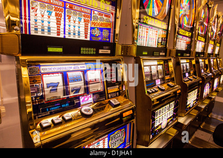 Spielautomaten in einem Casino in Las Vegas, NV. - Stockfoto