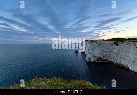 Sonnenuntergang am Old Harry Rocks in der Nähe von Swanage auf Dorset Jurassic Coast - Stockfoto