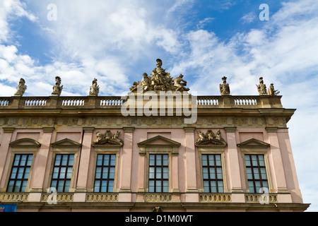 Das Deutsche Historische Museum auf der Boulevard Unter Den Linden in Berlin, Deutschland - Stockfoto