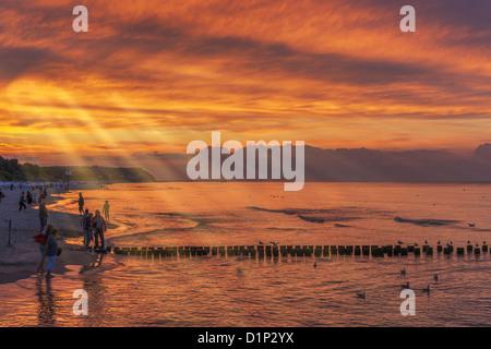 Sonnenuntergang am Strand der Ostsee in Heringsdorf, Insel Usedom, Mecklenburg-Western Pomerania, Deutschland, Europa - Stockfoto