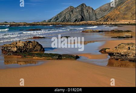 Portugal, Algarve: Ebbe am Strand Praia da Amoreira in Aljezur - Stockfoto