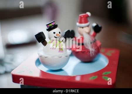 Schneemann und Santa Spielzeug zu Weihnachten - Stockfoto