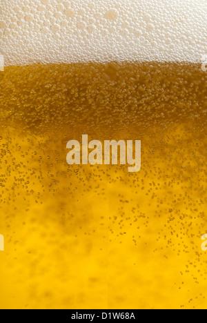Erfrischende goldene Bier Bläschen Nahaufnahme Makro - Stockfoto