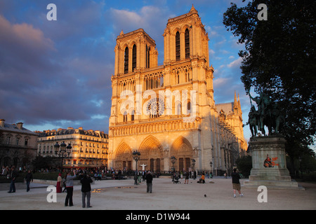 Notre Dame de Paris; La Cathédrale Notre-Dame de Paris - Stockfoto
