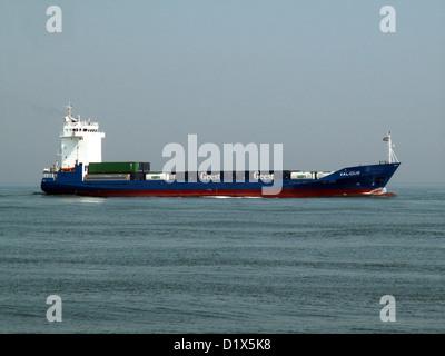 Valious sich nähernden Hafen von Rotterdam - Stockfoto