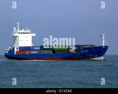 Validus nähert sich der Hafen von Rotterdam - Stockfoto